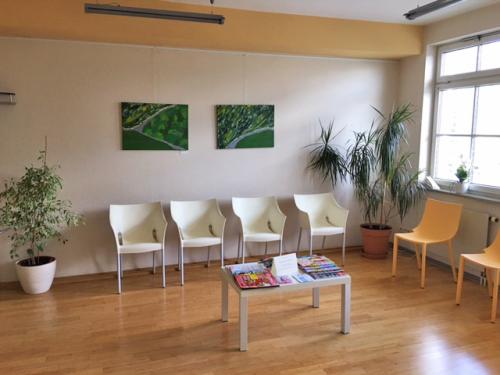 Wartezimmer Praxis Dr. Verena Breitenbach